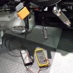 doormeten van sensoren en bedrading bij injectiemodellen