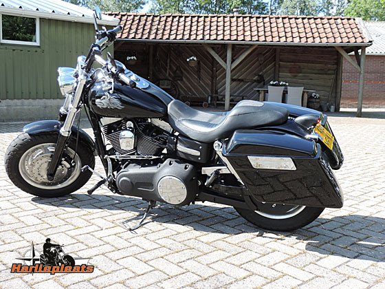 hard saddlebags vivid black fatbob links
