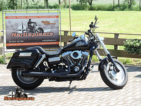 hard saddlebags vivid black fatbob rechts