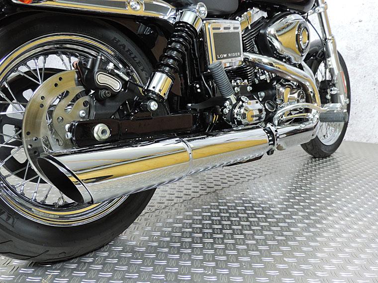 FXDL 2015 vivid black exhaust