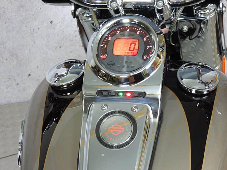 FLSTSE CVO softail convertible gauge