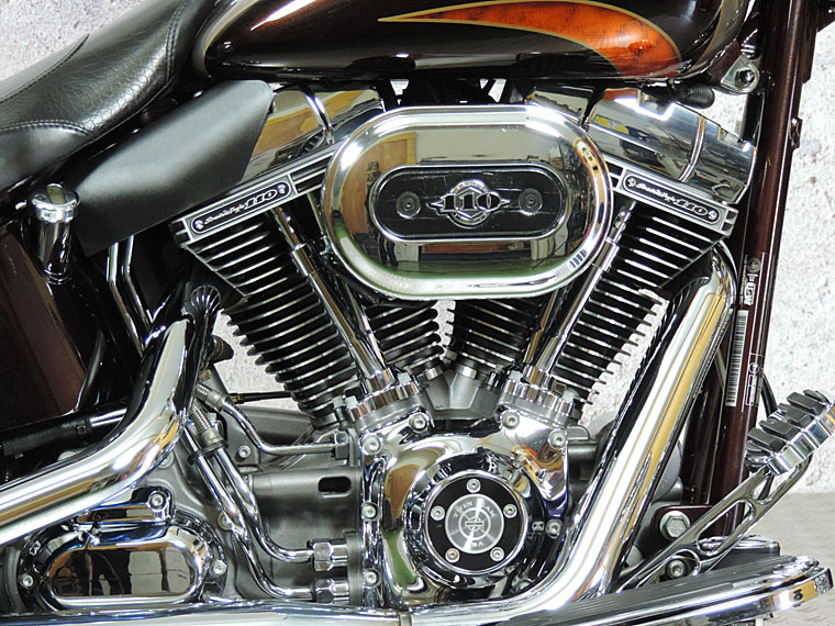 FLSTSE2 CVO softail convertible engine